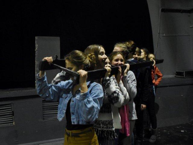 teatralny-squat-nabow-2019